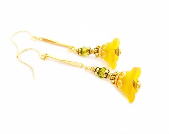 Orange Flower Beaded Glass Earrings - Gold Earrings - Flower Earrings - Dangle Earrings - Flower Jewelry - Orange Earrings - Beaded Earrings