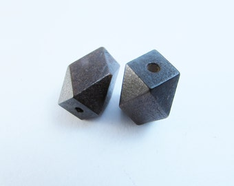 D-01979 - 2 Woodbeads 22x13mm