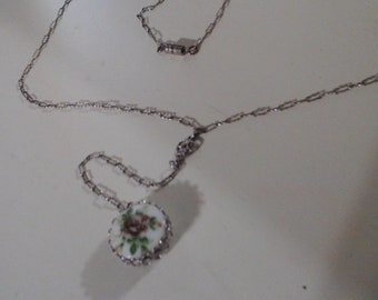 Rare delicate silvertone lariat chain w/dangling hand painted floral double sided porcelain pendant mid century necklace