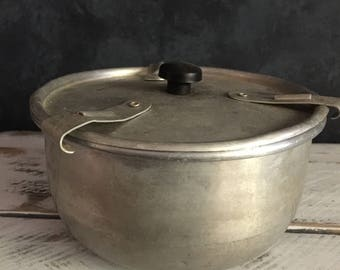 vintage pudding steamer, food photography, food styling, food photography prop