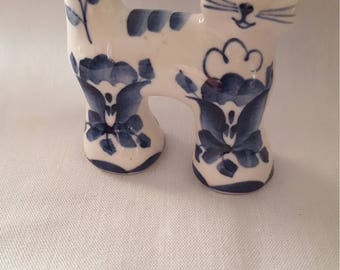 Signed blue and white miniature cat.