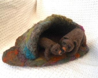 Needle felted bear and cub, Mother bear and cub, brown bear, hand felted bear, bear cave, Waldorf, play mat, pre school, play school,