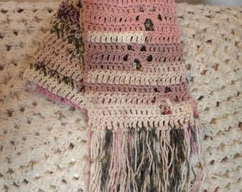 Wandering paw print scarf - crochet - pink camouflage
