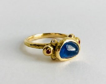 Sapphire and Gold Ladies Ring