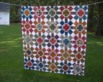 Modern throw quilt or wall hanging made with Malka Dubrawsky's Simple Mark and Kona white and ash solids.