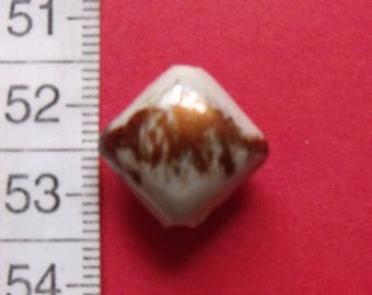 set of 2 beads brown white rounded square resin 15mmx15mm