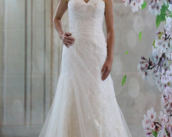 Charming sweetheart fit and flare  lace wedding dress, white bridalgown