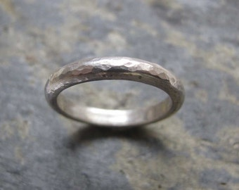 Men's hammered silver band ring - Men's hammered wedding band ring