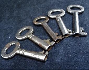Five Vintage Skeleton Keys... Antique or Vintage (e)