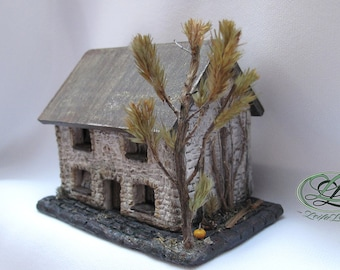 Small 1/144 scale abandoned house, with a past life, the walls have memories, great Halloween