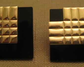 14K GOLD ONYX Gemstone Earrings Square Onyx 14K Yellow Gold V Pierced Earrings Signed P B D 14K Peter Brams Designs 8.8 Grams Vintage 1980s