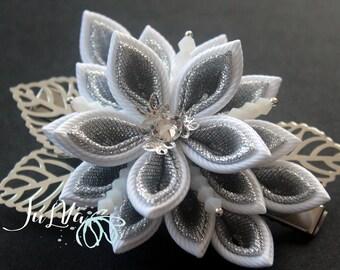 Kanzashi fabric flower hair clip. White and silver kanzashi. White flower hair clip. Japanese hair piece. Oriental hair clip.