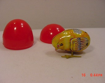 Vintage Wind Up Tin Toy Chick In Easter Egg  17 - 356