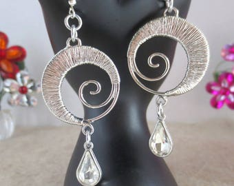 Circle earrings with clear glass teardrops bead