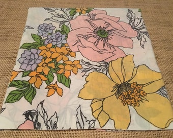 Vintage Single Floral Pillowcase Cantrel Muslin By Dan River *Big Flowers*