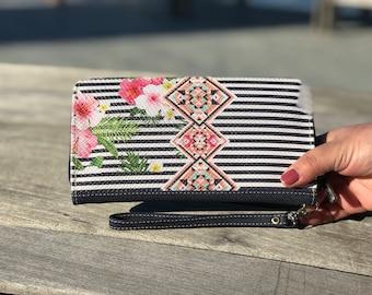 Woman Wallet • Womens Wallet • Vegan Wallet, Wallet Women • Wallet For Women • Women Clutch • Clutch Wallet • floral • wristlet wallet