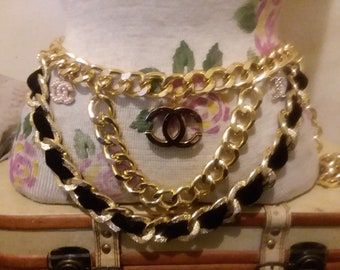 Gorgeous runway gold thick chain charm belt