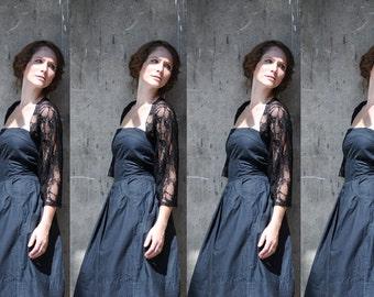 Bridesmaids In Black, Bridesmaid Black Lace Shrugs, Set Of 4 Bridesmaids Shawls. Bridal Party Gifts. Maid Of Honor Gift. Bridesmaids Boleros