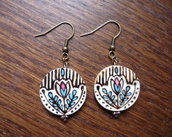 Floral pattern earrings