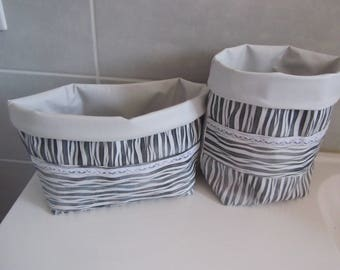 Set of 2 baskets of arrangement in grey and white