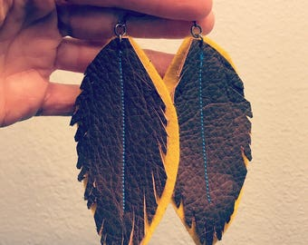 Leather and felt feather-cut dangle earrings