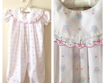 80s 90s Mine Along White Flower Basket Print Pleated Onesie, Size 6 to 9 months