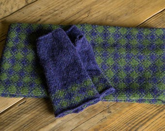 Purple and green wool fingerless mittens. Fingerless gloves. Texting gloves. Wool wrist warmers. Gifts for her. Knitted mitts. Lambswool.