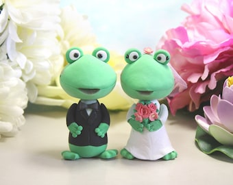 Unique Frog wedding cake toppers bride and groom figurines - cute wedding cake toppers gift personalized green white pink rustic animals