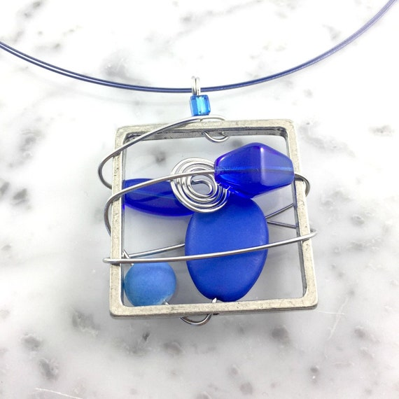 Square metal stainless necklace colors, blue, beads pewter and stainless steel tiger tails, les perles rares