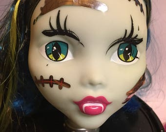 Monster High Styling Head, manikin head for jewelry or hat display, make overs, crafting