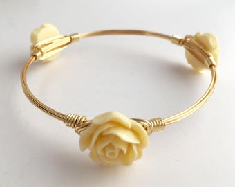 Cream Flower Wire Wrapped Bangle, Wire Wrap Bangle, Wire Wrapped Bracelet, Flower Bangle, Wire Bangle