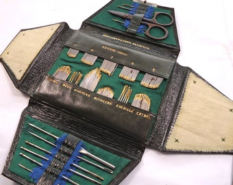 Vintage/antique leather sewing needle and tool case - vintage ephemera / sewing notions  (Ref W294)