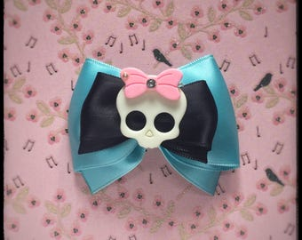 Barrette clip with turquoise skull