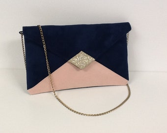 Evening bag in navy blue and powedery pink suedette and gold spangles, with shoulder strap in gold bronze chain