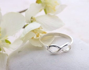 Infinity Ring, Sterling Silver Infinity Ring, silver infinity Ring. Friendship ring, Girlfriend Ring. Engagement ring.