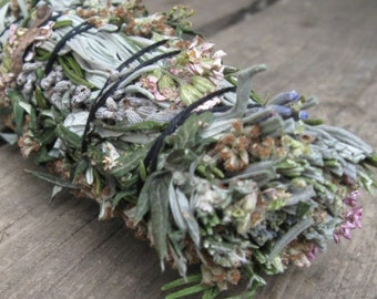Sacred Smoke--Crafting Your Own Smudge Sticks From Common Plants Ebook