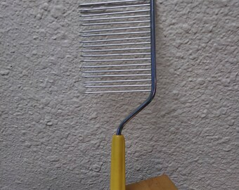 Vintage Butterscotch Bakelite Angel Food Cake Slicer