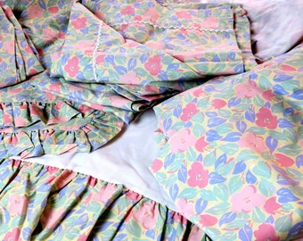 8 pc Laura Ashley Twin Bed set Bed skirts flat sheets Fitted sheets Pillow shams  50pct cotton 50 pct polyester NOS