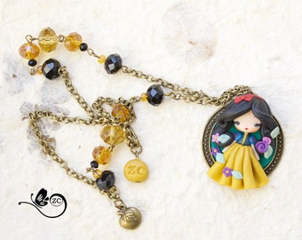 polymer clay necklace / snow white / disney / princess / clay