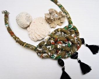 Queen celtic knot necklace