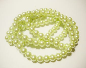 50 8 mm pastel green Pearl glass beads