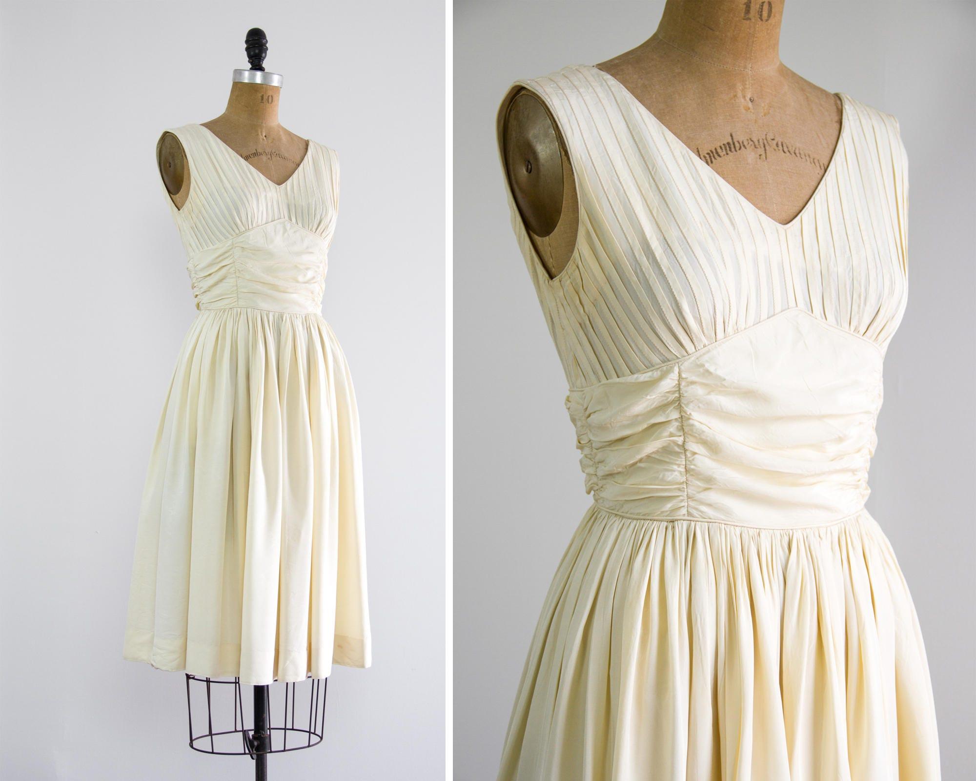 Jahrgang 1950 Hochzeitskleid mit kurzen 50er Jahre Elfenbein