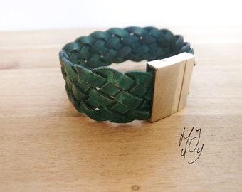 Leather bracelet, bracelet leather, bracelet braided, bracelet green, bracelet magnetic, magnetic bracelet, sturdy bracelet