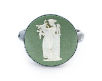 Vintage 1960s Sterling Silver Wedgwood Green Jasper Cameo Ring