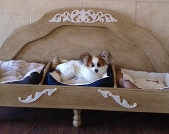 Elevated dog bed for 3 dogs