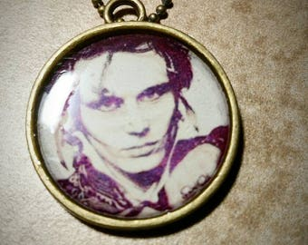 Adam Ant bronze resin pendant with 18 inch ball chain.