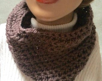 Brown chunky cowl  Cowl circle scarf, Hand crochet cowl scarf, crochet circle scarf, infinity scarf, chunky winter scarf, womens accesory