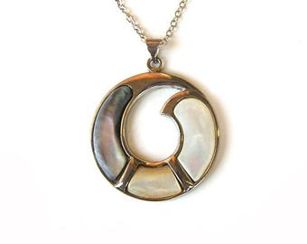Shell pendant, natural shell jewelry, ring sea shell pendant, charm shell pendant necklace