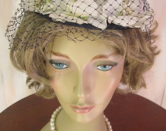 Vintage 1950s Flowered Circle Navy straw Circle Hat
