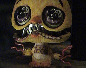 WITHERED CHICA -Glow in the dark eyes - five nights at freddy's- Littlest Pet Shop Custom